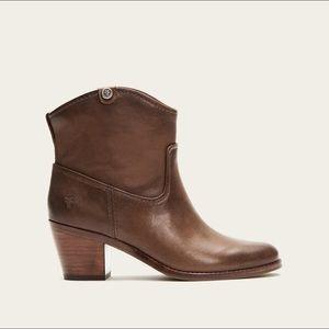 Frye Women's Jolene Short Pull On Boot